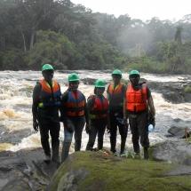 equipe-de-green-connexion-sur-les-les-chutes-du-nyong-a-makai