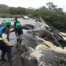 equipe-de-green-connexion-sur-les-cascades-de-dipipi-sur-le-fleuve-nyong