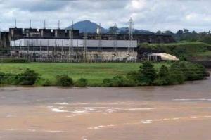 vue-partielle-du-barrage-hydro-electrique-d-edea